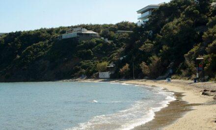 ΠΕΡΙΒΑΛΛΟΝ Κινδυνεύουν οι ομορφότερες παραλίες της Αττικής